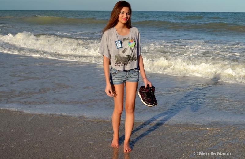 strolling the beach - ID: 14346647 © Merrille Mason