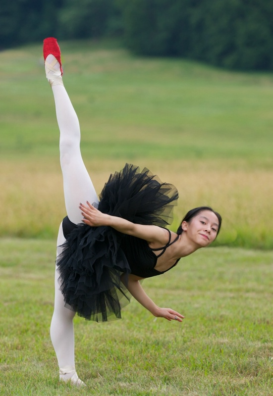 Yumiko in Red Pointe Shoes - ID: 14346761 © Kitty R. Kono