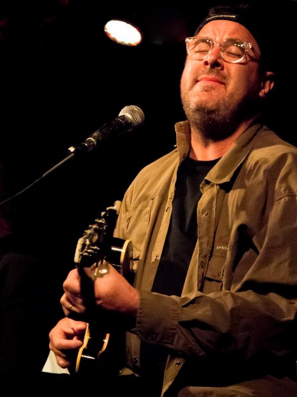 Vince Gill in the Spotlight - ID: 14381724 © Martin L. Heavner