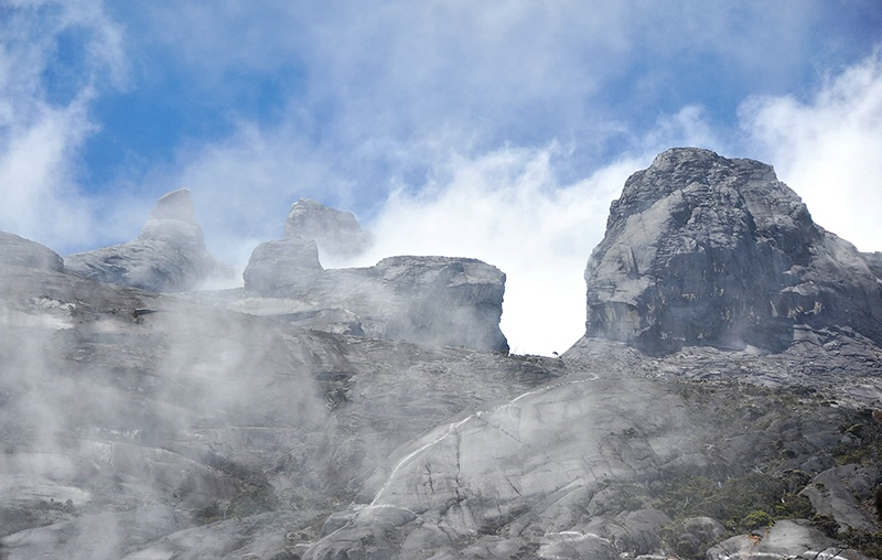 Swirlling Clouds - Mt Kinabalu - ID: 14557464 © Mike Keppell