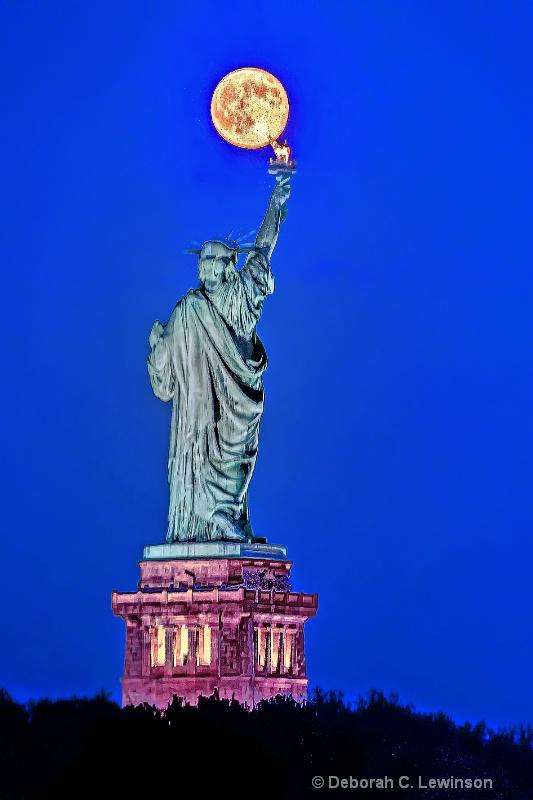 Lady Liberty Touches the Moon - ID: 14564533 © Deborah C. Lewinson