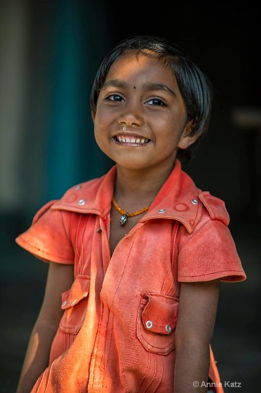 young girl in orange shirt - ID: 14648671 © Annie Katz