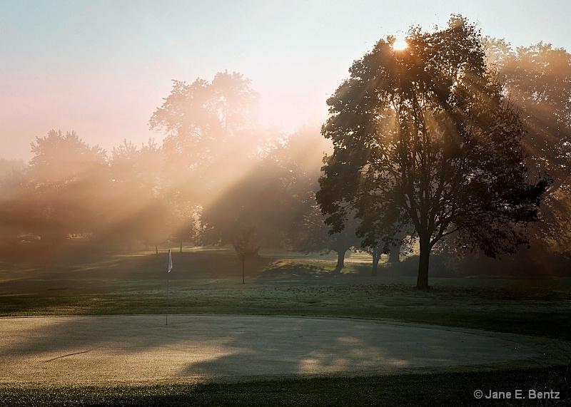 Sunburst over 7th Green - ID: 14988582 © Jane E. Bentz
