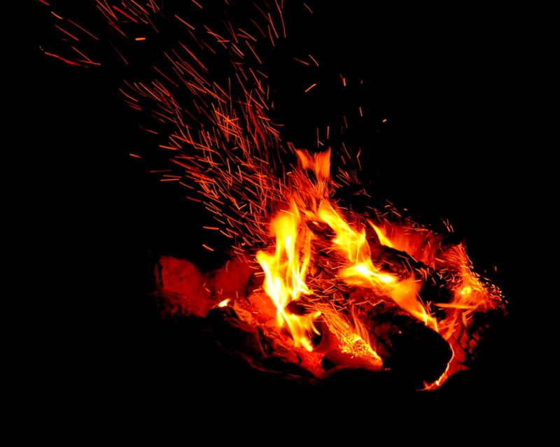The camp fire - ID: 15075606 © Doug Newman