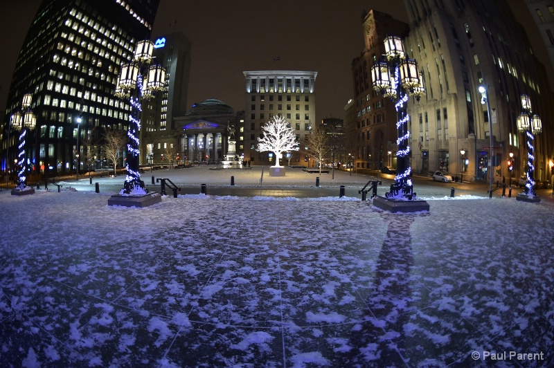Winter in Old Montreal - ID: 15077118 © paul parent