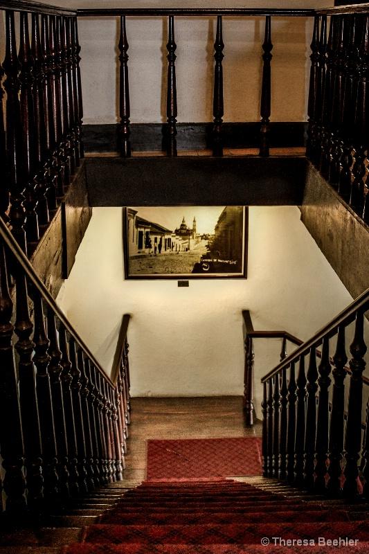 Museum Stairs - ID: 15156517 © Theresa Beehler