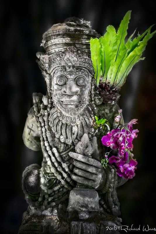 Statue in the Gardens - ID: 15163815 © Richard M. Waas