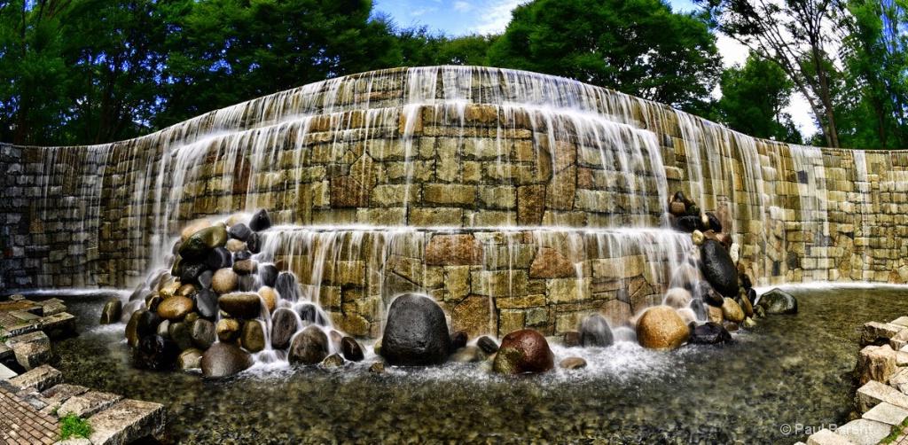 Tokyo Fountain - ID: 15226112 © paul parent