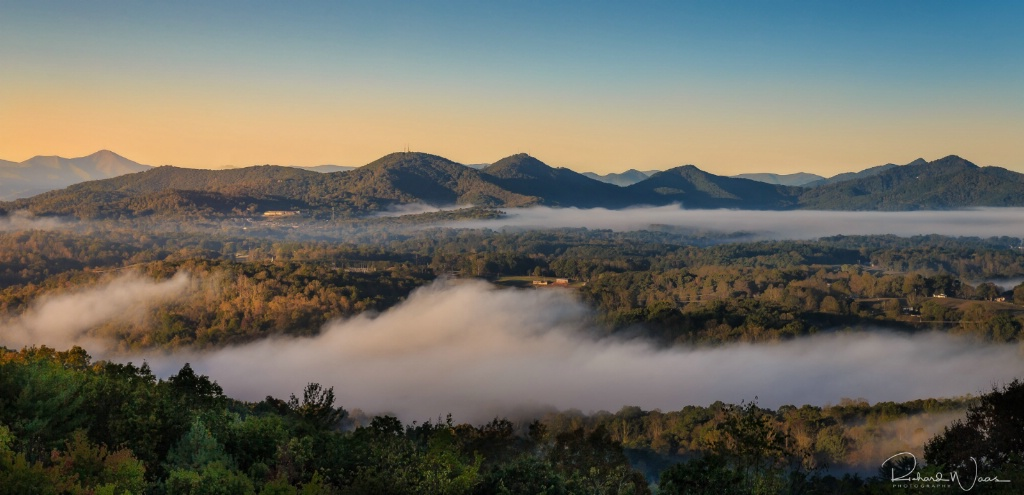 Fog in the Valley - ID: 15270791 © Richard M. Waas