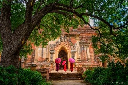 Three Buddhist son visit Sulamani temple