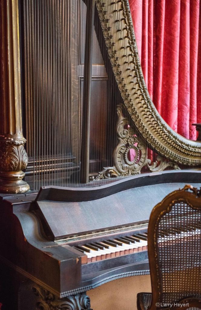 Piano  - ID: 15471636 © Larry Heyert