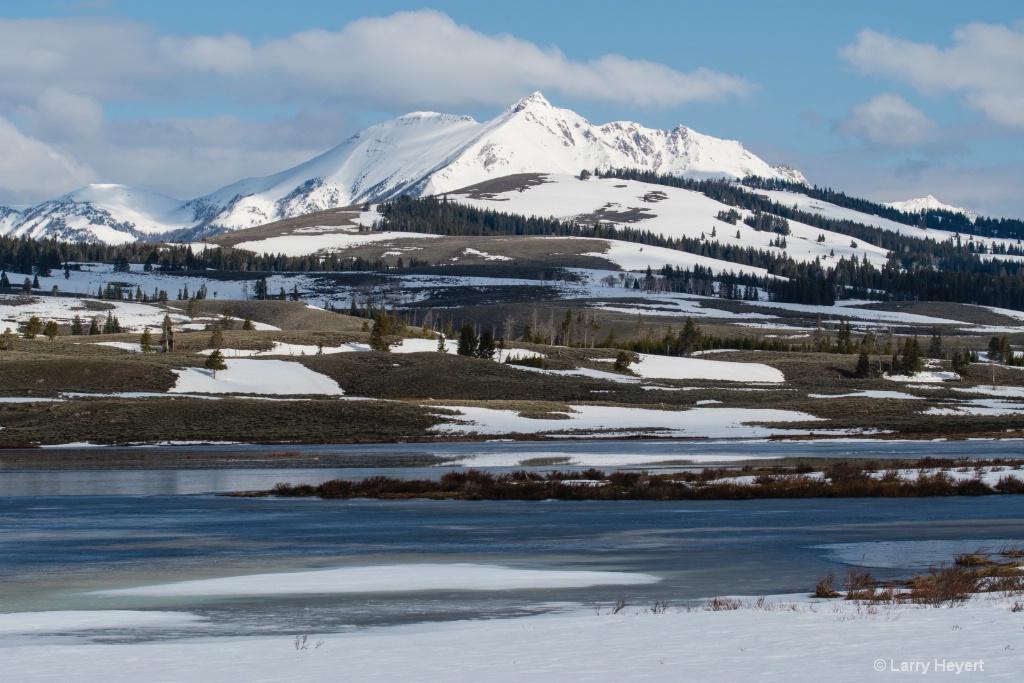 Yellowstone Landscape - ID: 15574040 © Larry Heyert