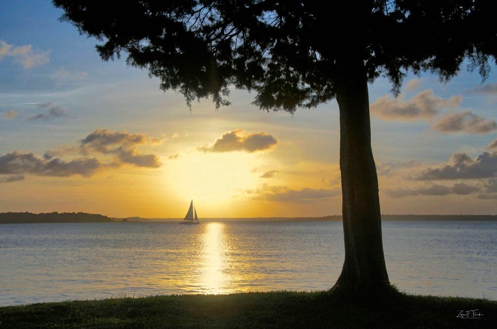 Sunset at HHI Lighthouse - ID: 15592225 © Zelia F. Frick
