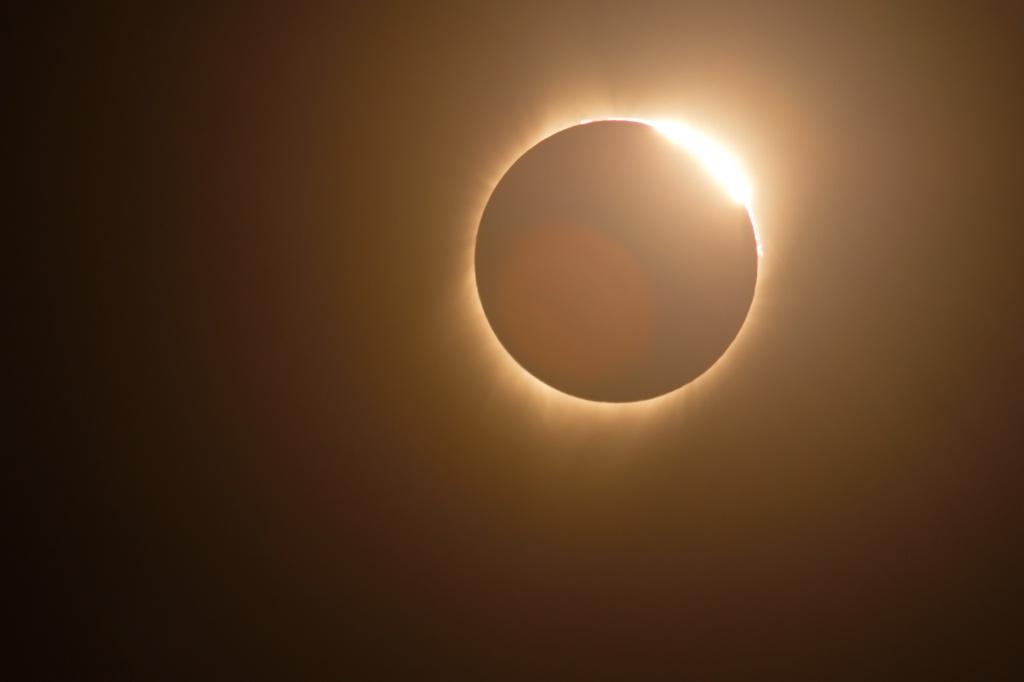 Eclipse 2 - ID: 15637647 © Lisza M. Coffey