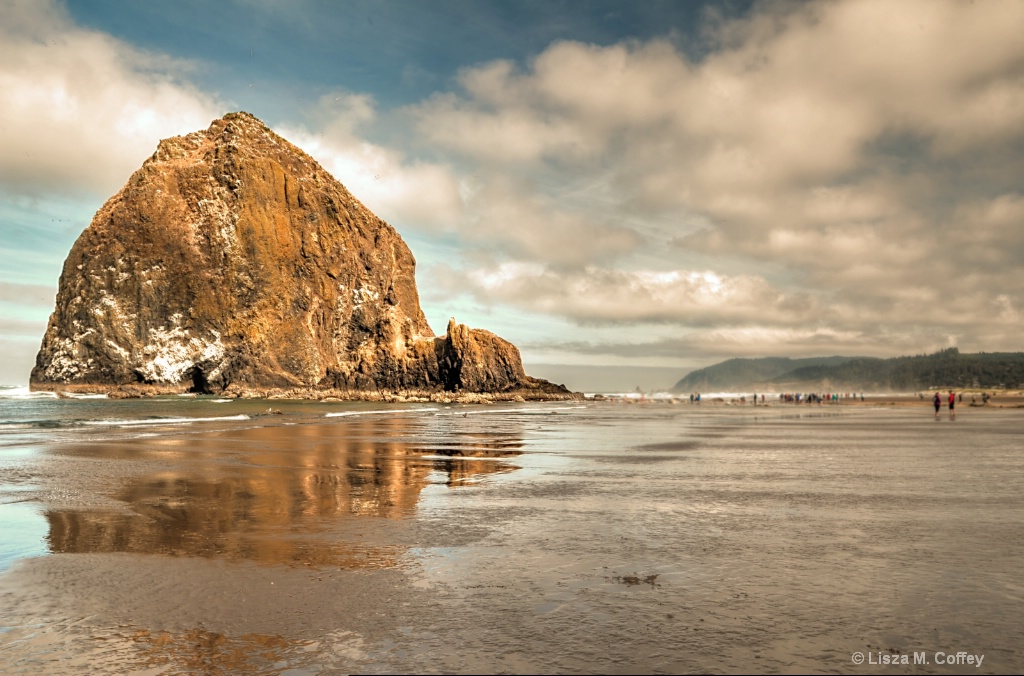 Haystack Rock - ID: 15639164 © Lisza M. Coffey