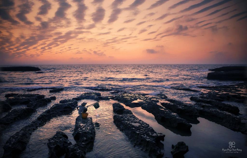 Beach stone lines