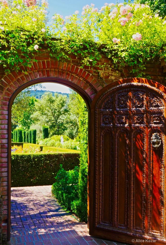 """Secret"" garden - ID: 15665531 © Alice Kozar"
