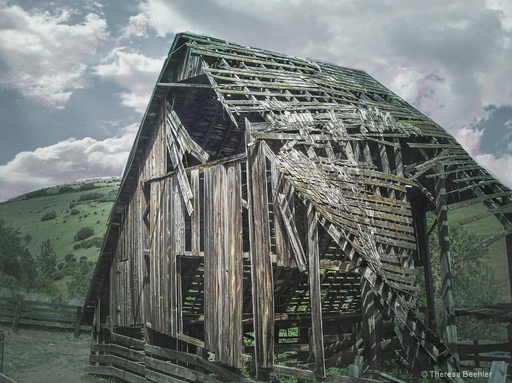 Country Life - old barn - ID: 15679322 © Theresa Beehler