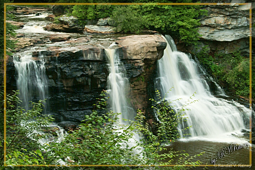 Blackwater Falls .in W. Virginia . - ID: 15686942 © Randall V. Rainey